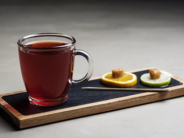 Χώρος γνωριμιών για καφέ και τσάι πράγματα που πρέπει να ξέρεις πριν βγεις με μια κοπέλα από την Καλιφόρνια