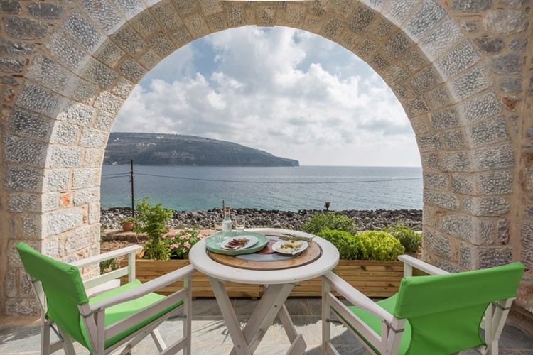 ROOMS TO LET AREOPOLI EAST MANI | ALKYON SEASIDE STUDIOS